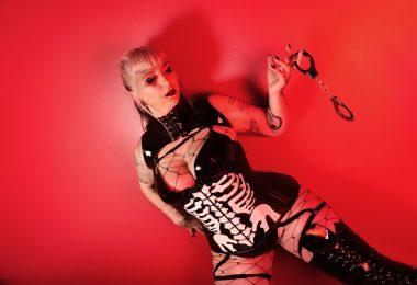 Montreal Domina Mistress Selene Pain