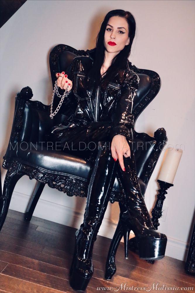 Seductive dark Mistress Malissia