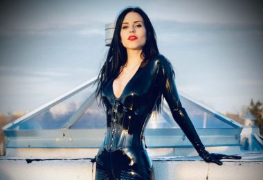 Montreal Dominatrix in latex fetish Mistress Malissia