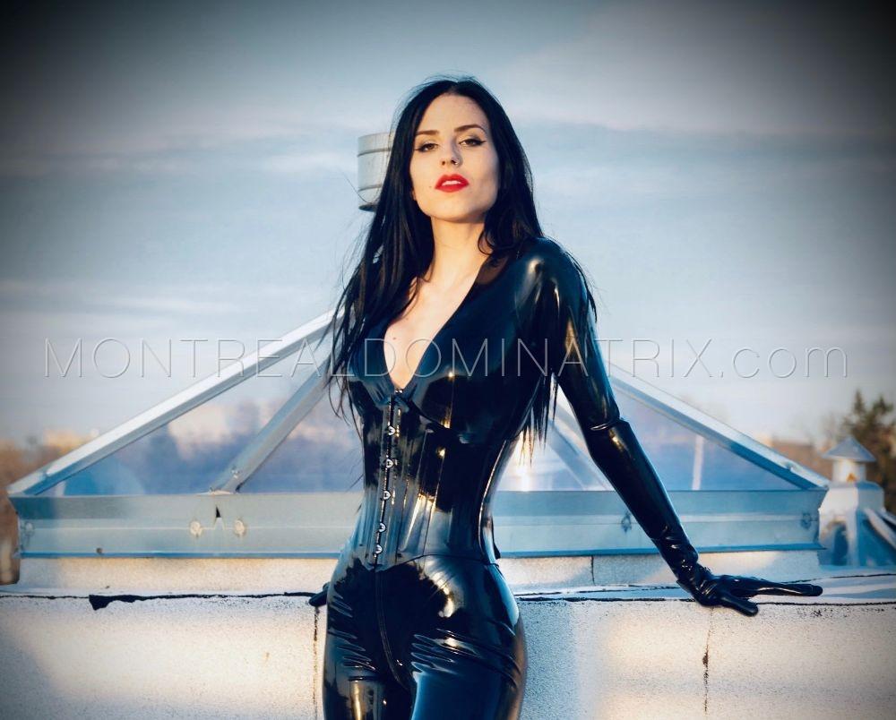 Montreal Dominatrix in latex fetish Mistress Malissia