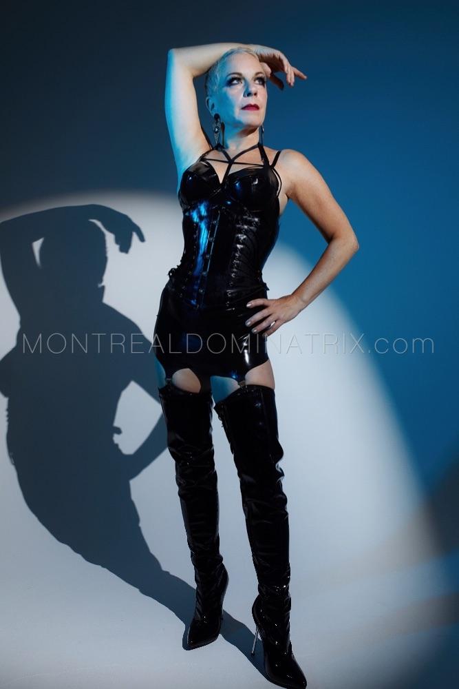 High-boots fetish Mistress DiamondBlu