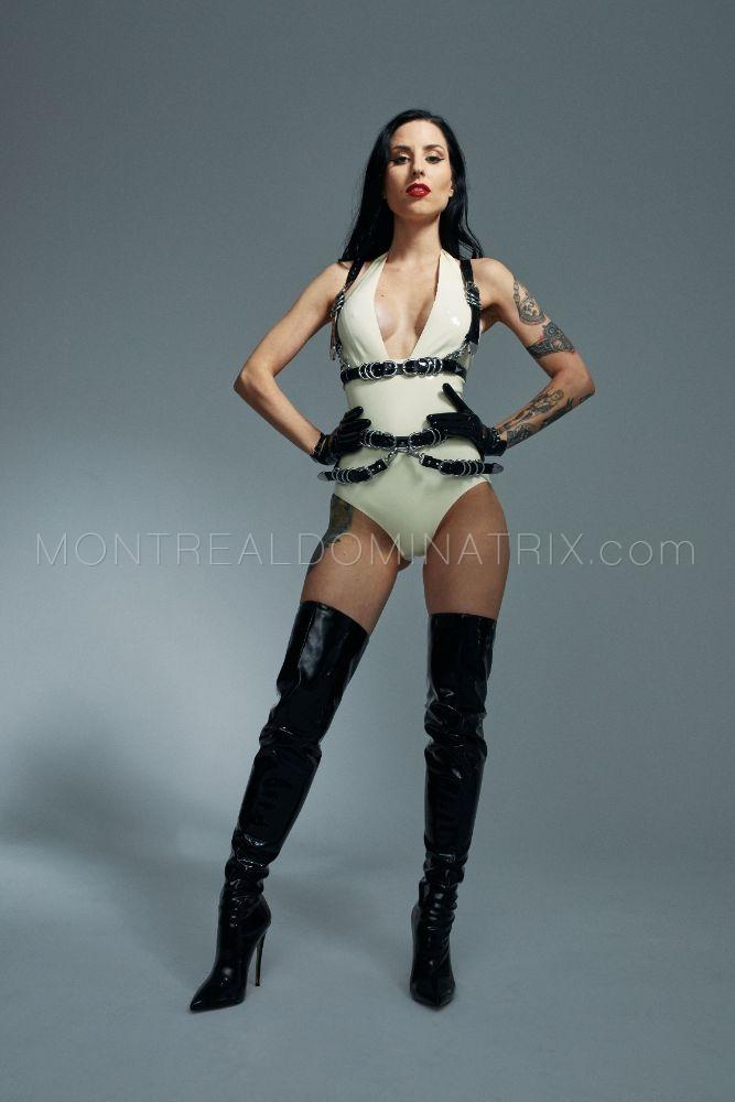 Warrior cosplay fetish mistress Malissia